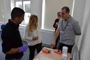 Oliver Terzic (left) of Hotzone Solutions details spectroscopy detection at a Czech Republic training seminar.