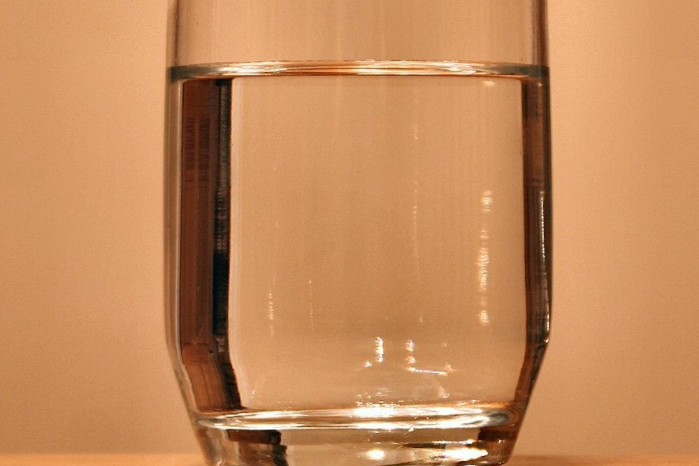 818px glass of water