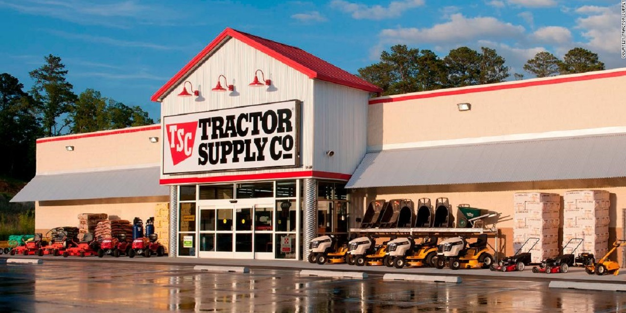 Man claims Tractor Supply Co  forklift driver dropped a safe