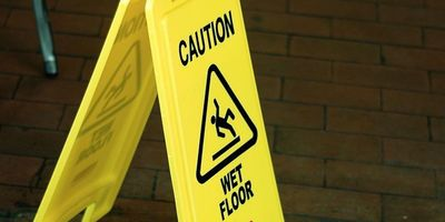Medium  caution wet floor   3993866642