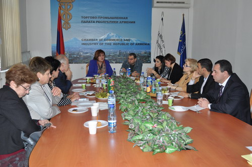 An informal meeting takes place in the Republic of Armenia's Chamber of Commerce and Industry.