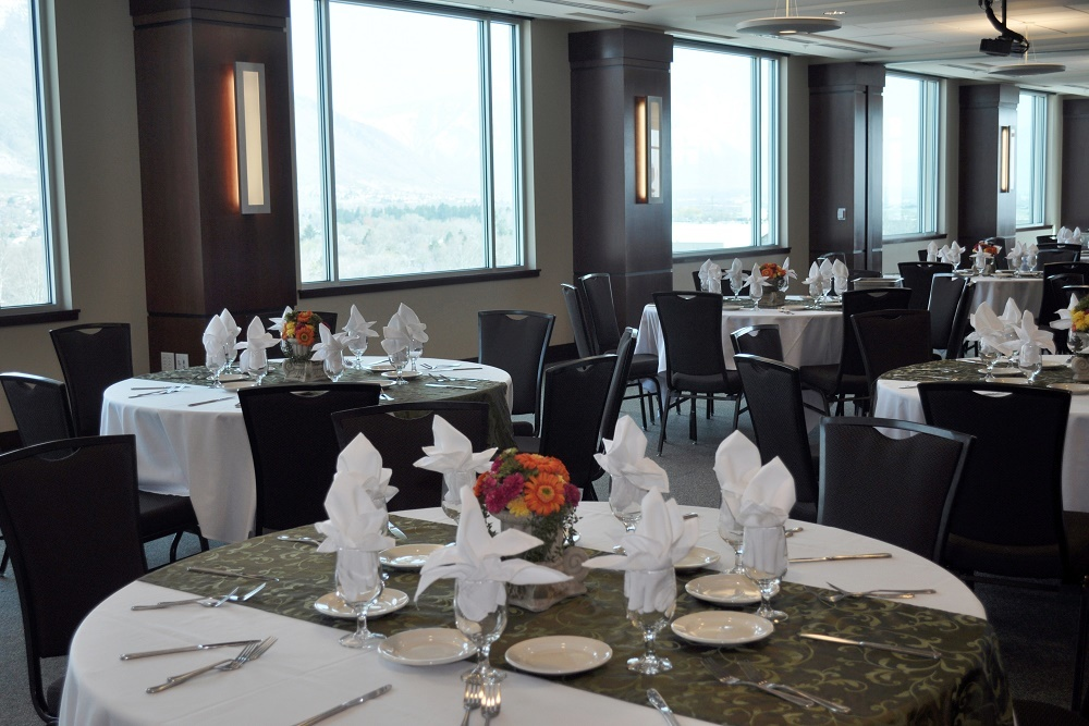 The event includes a three-course business etiquette dinner.