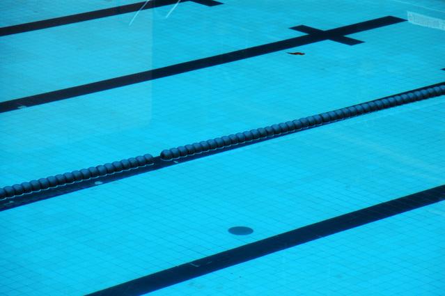 Swimming pool 1425322 639x424