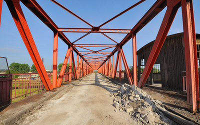 Jeffrey Hecht participated in the rehabilitation of the McClugage Bridge over the Illinois River.