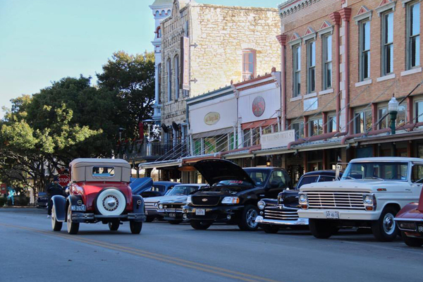 Pistons on the Square is an informal gathering that happens once a month on the downtown square in Georgetown.
