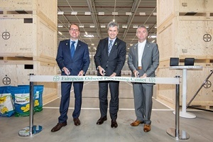 Ribbon cutting at Bayer's new European Oilseed Processing Center in Monheim (f.l): Frank Terhorst, Global Head of Bayer CropScience's Seeds business, Marc Reichardt, Head of Agricultural Commercial Operations, and Martin Dawkins, Head of Crop Protection R