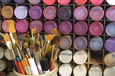 Medium art paintbrushes 1000x667