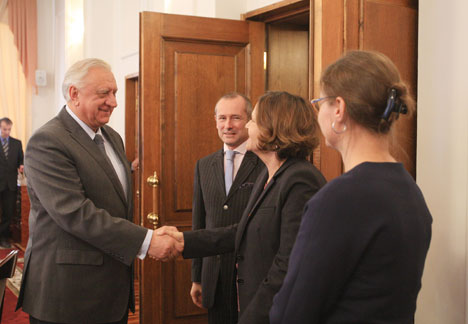 Prime Minister of Belarus Mikhail Myasnikovich meets with French diplomats.