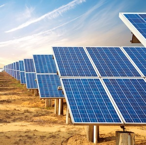 Arizona Public Service (APS) recently found that grid solar-power generation is more cost-effective and beneficial than residential rooftop solar power.