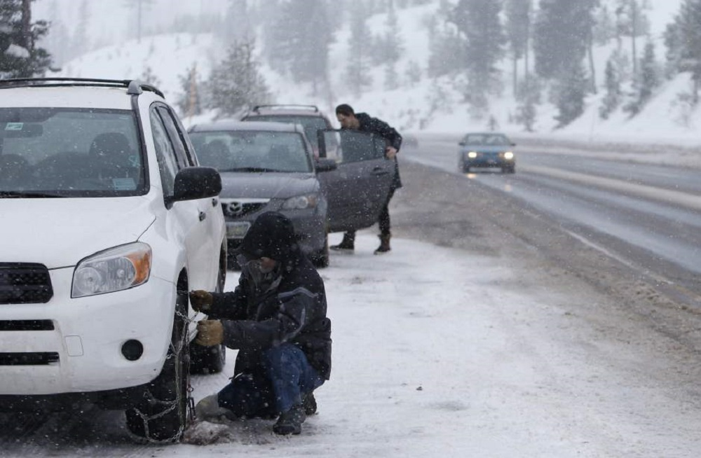 Drivers must always carry an emergency kit in winter weather.