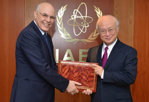 Ali El Mhamdi, Resident Representative of Morocco (left) submits an instrument of ratification to IAEA Director General Yukiya Amano.