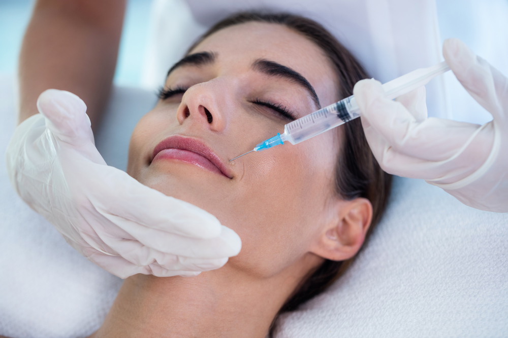 The women were assigned to three different groups, each of which received a 30 U Botox injection, a 50 U Botox injection, or a placebo.