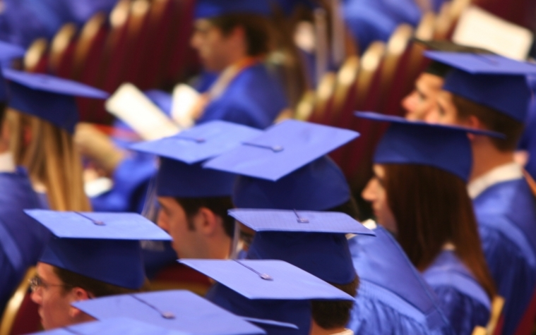 Social workers who have master's degrees make approximately 25 percent more than those who have bachelor degrees.