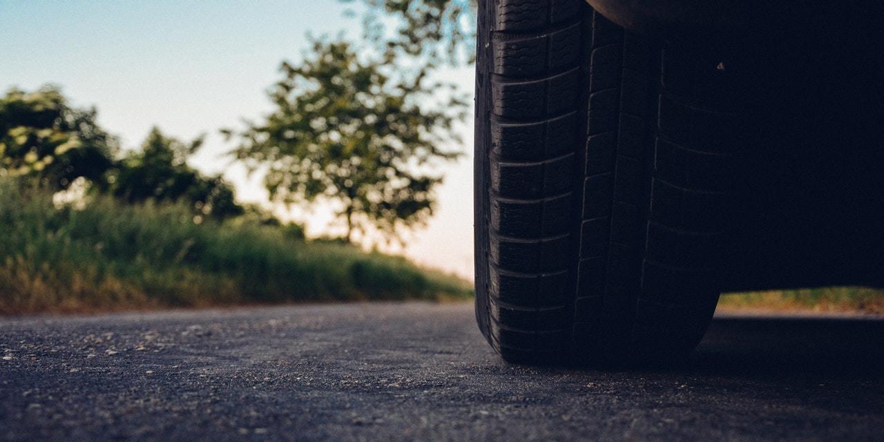 Road car tire