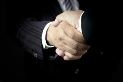 Medium handshake0264