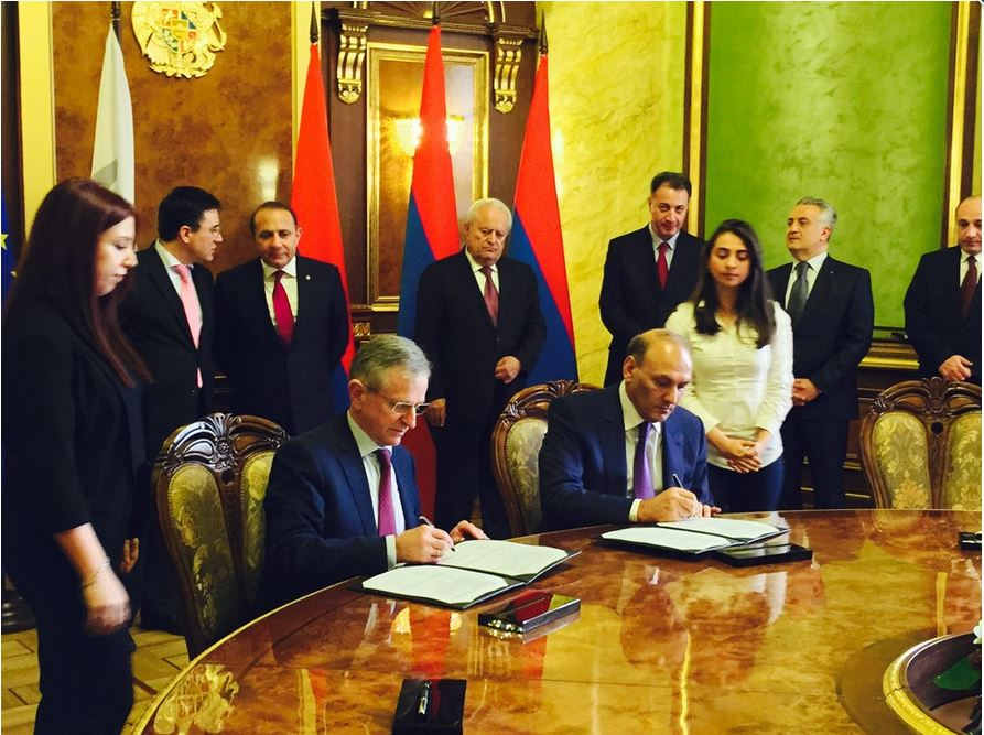 EIB Vice President Wilhelm Molterer (left, seated) and Armenian Finance Minister Gagik Khachatryan (right, seated) close a deal in which the EIB will provide an $11 million loan to help build electric power line between Armenia and Georgia.