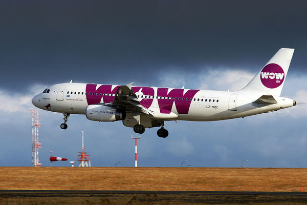 Large wow air airbus a320