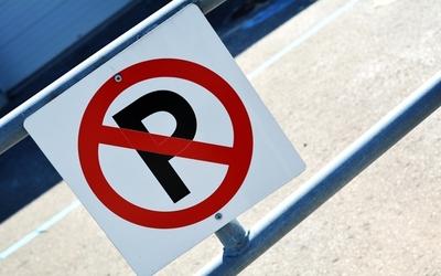 Medium no parking sign