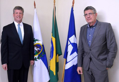 Jaime Wallwitz Cardoso (RIGHT), president, Nuclebras Equipamentos Pesados S.A. (NUCLEP) joins Graham Cable (LEFT), vice president, Westinghouse Electric Company to sign a Memorandum of Understanding that would further strengthen Brazil's energy sector