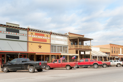 Small shops line the streets of Salado, adding to its charm.