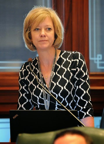 State Rep. Jeanne Ives (R-Wheaton) filed an amendment to a House resolution that would allow the Illinois auditor general to dig deeper into the financial activity of the College of DuPage since 2011.