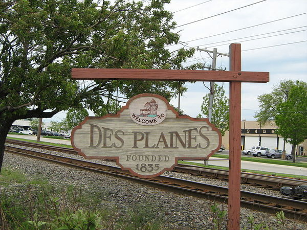 Large 1024px welcome to the city of des plaines sign