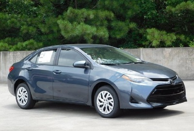 The 2019 Toyota Corolla SE has a six-speed manual transmission.