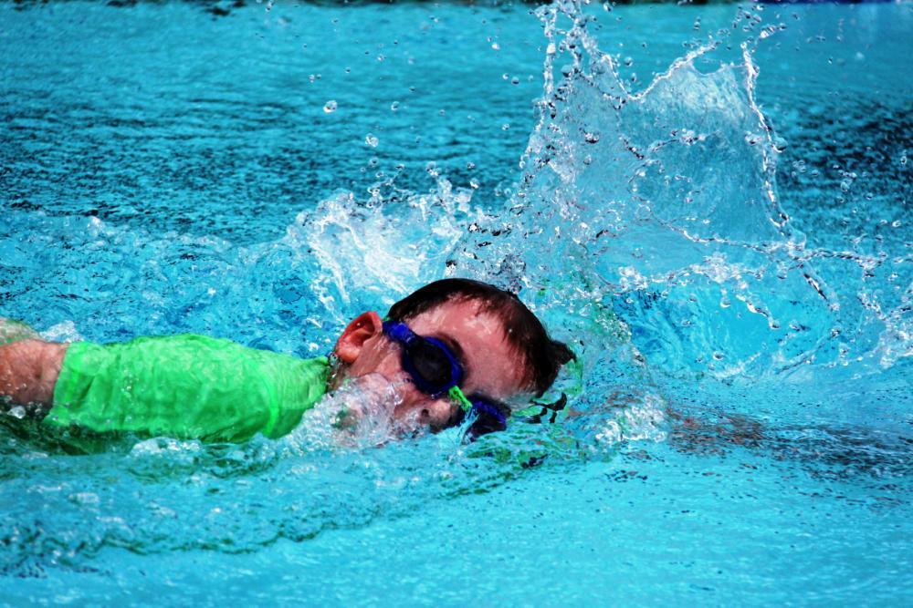 Swimming 1000x667