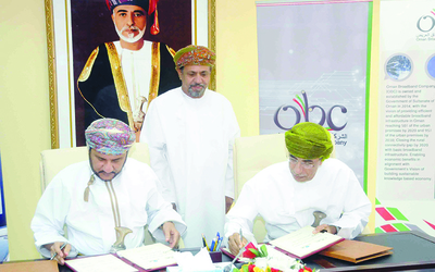 Oman Broadband Company recently signed a Memorandum of Understanding (MoU) with Salalah Sanitary Drainage Services Company at the Office of the Head of Dhofar Municipality.