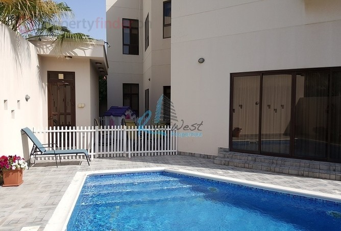 This is the private pool with the now-available bungalow in Saar.