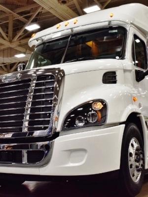 Freightliner truck white 2015