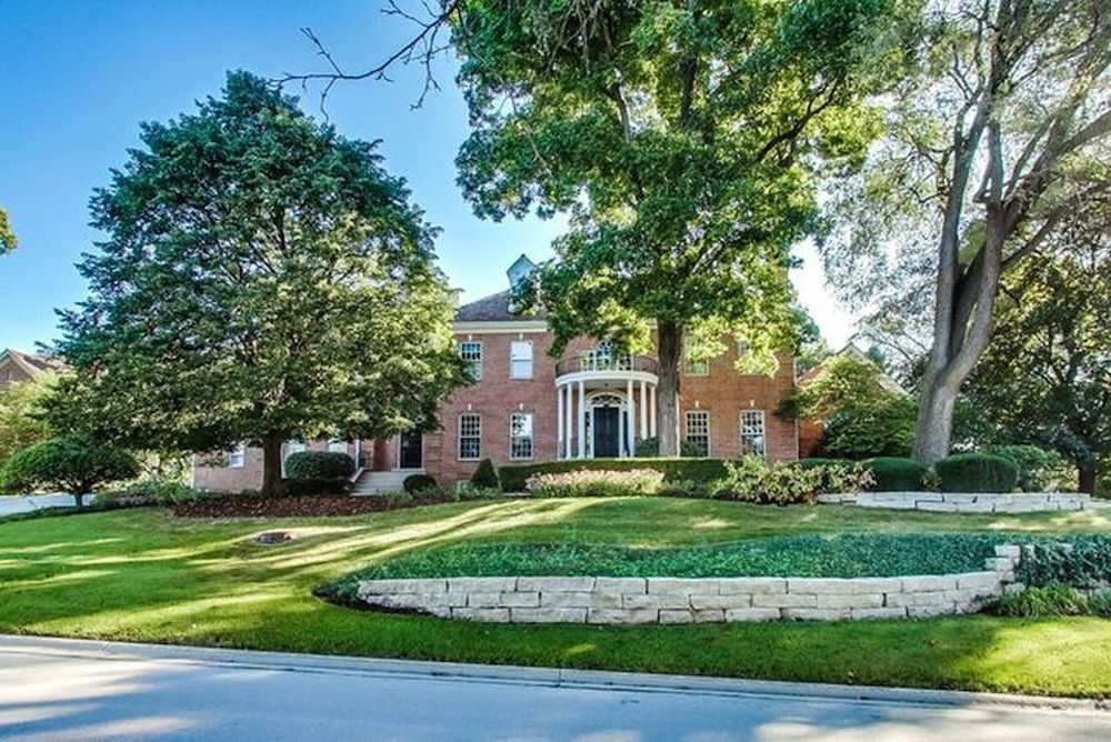28 Muirfield Circle in Wheaton's St. James Park subdivision
