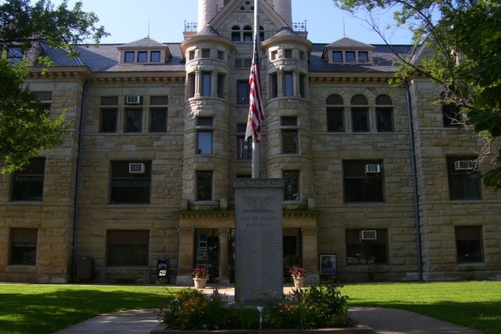 Mercer County Courthouse in Aledo, Illinois, a city in which residents will pay an estimated $1.3M in additional income taxes this year.