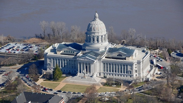 Large 1280px ap of missouri state capitol building