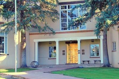 Medium supreme court building front entrance  2007  2
