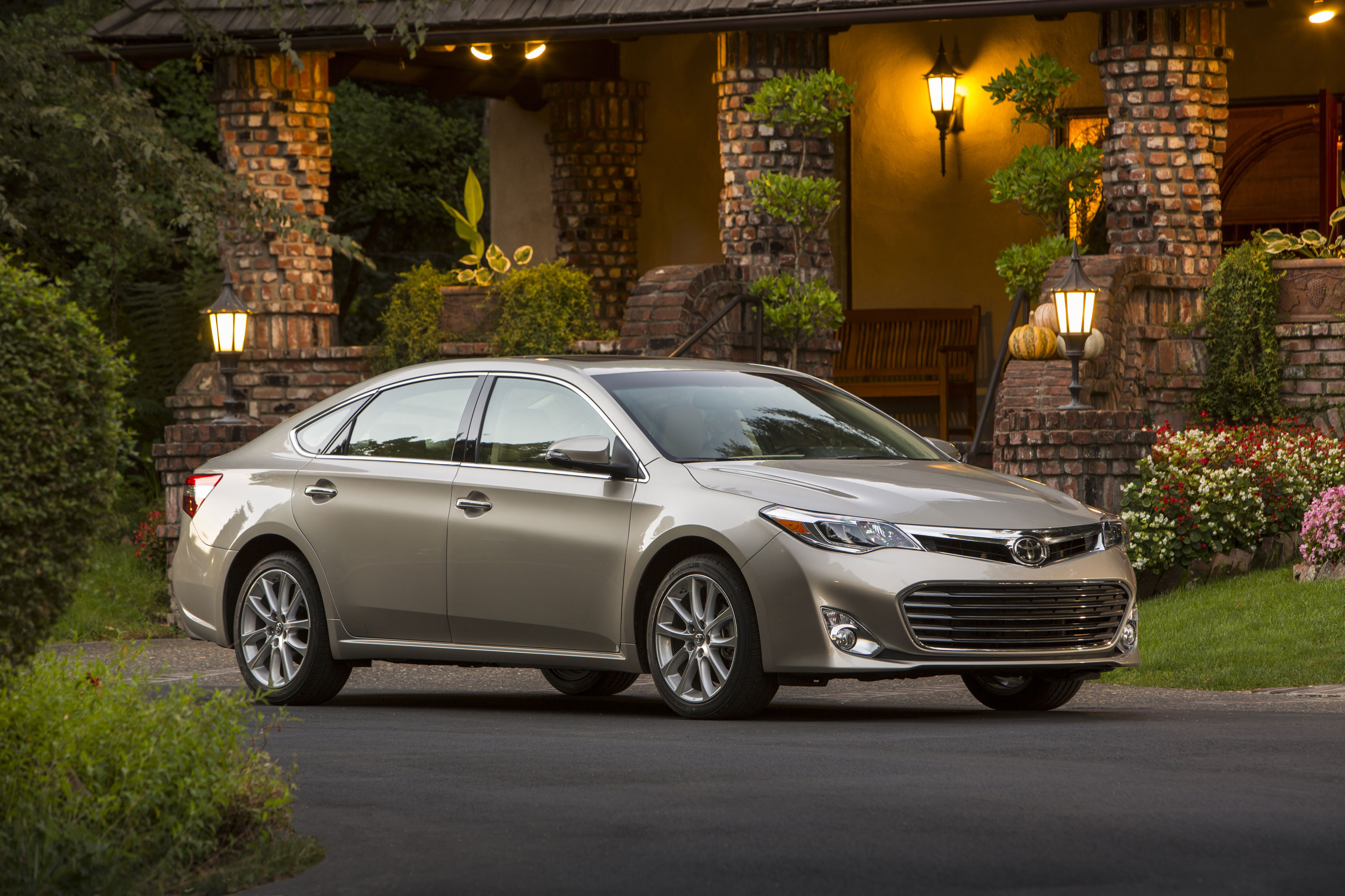 Toyota to make Apple CarPlay available in 3 models | Mega