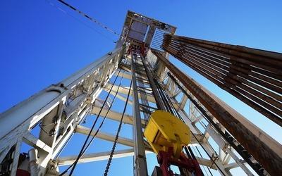 Medium oil rig
