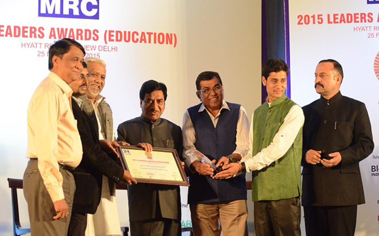 Representatives from Parinama Group accept an award for Best Skill Development Programs Institute at the 24MRC Network 2015 Leaders awards.