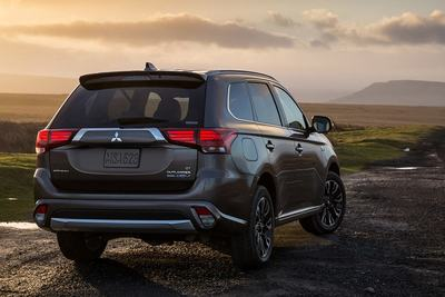 The Outlander PHEV also offers efficient fuel economy, thanks to its 2.0L MIVEC DOHC 4-cylinder engine.
