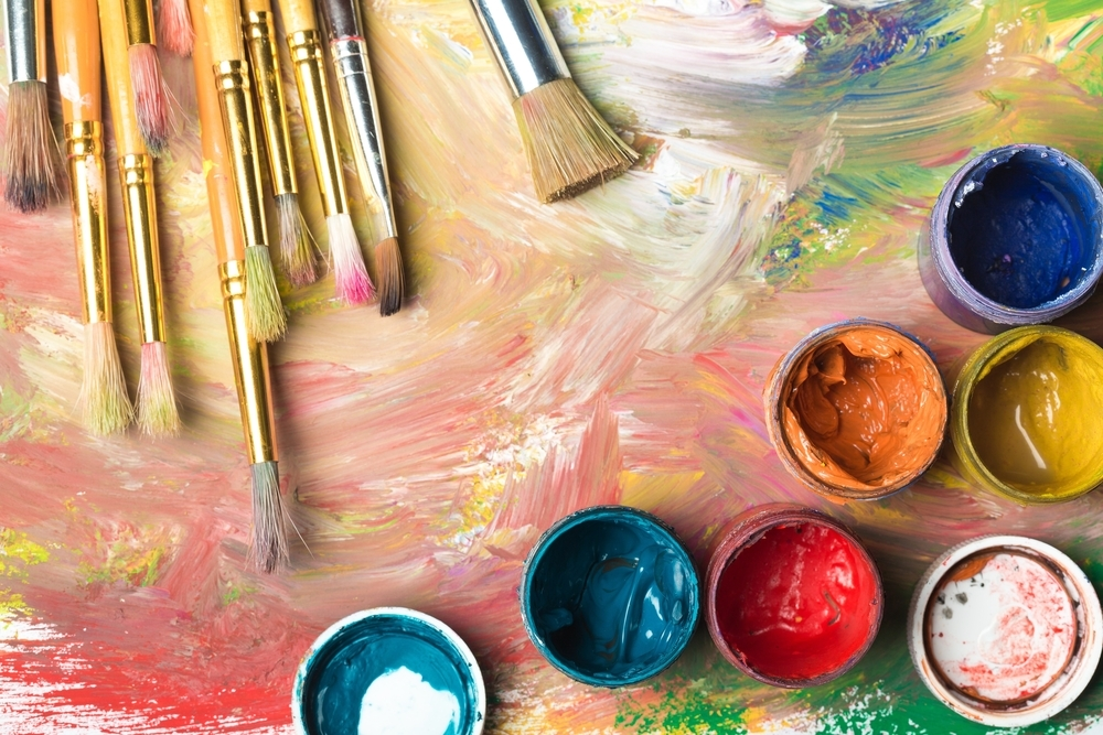 The students learn the colors used in Renaissance Florence – cochineal red, malachite green, yellow ocher, turquoise verdigris and azurite blue.