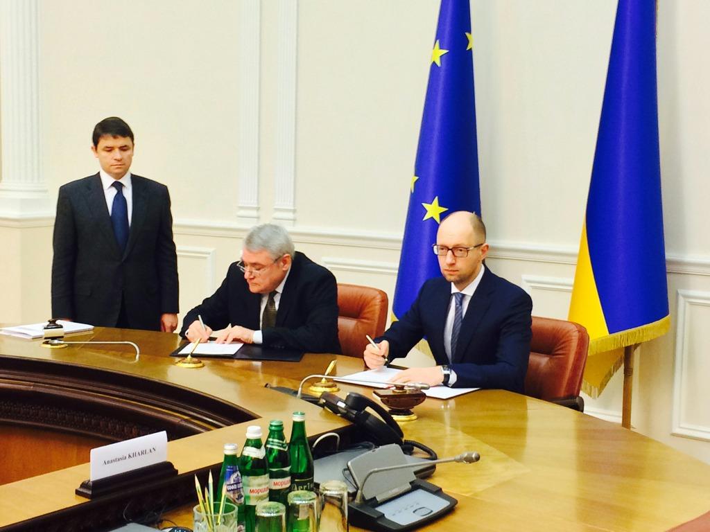 EIB Vice President Laszlo Baranyay and Ukraine Prime Minister Arseniy Yatsenyuk
