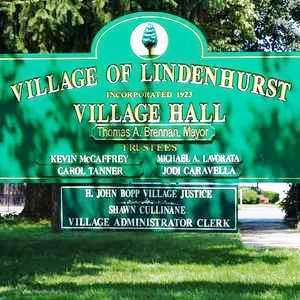 Medium lindenhurst v hall sign green
