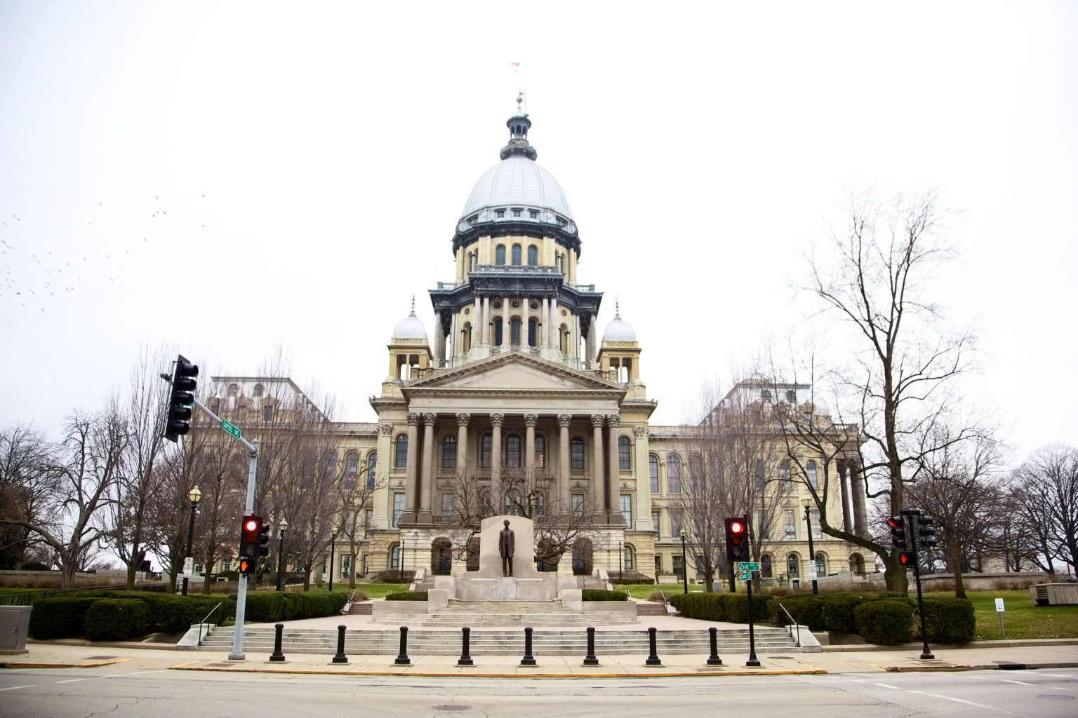 Gov. Bruce Rauner on Friday vetoed an Illinois Senate bill affecting 911 service.