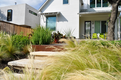 The design of an urban garden is important to maximize light and space.