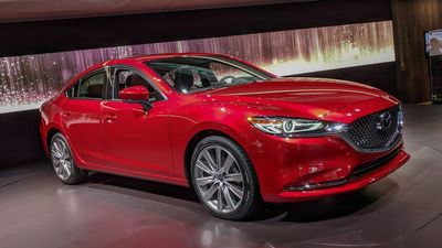 The 2018 Mazda6 will support Apple CarPlay and Android Auto beginning in September.