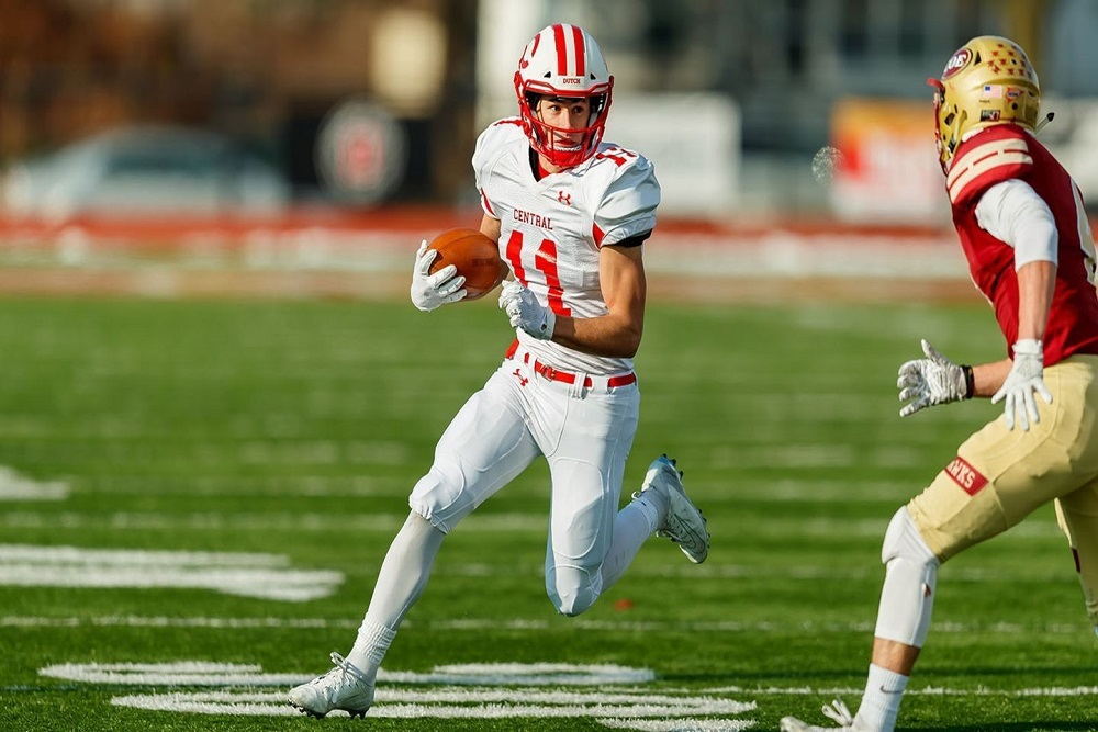 Wide receiver Erik Knaack is nearing 1,000 receiving yards heading into Saturday's NCAA playoff game.