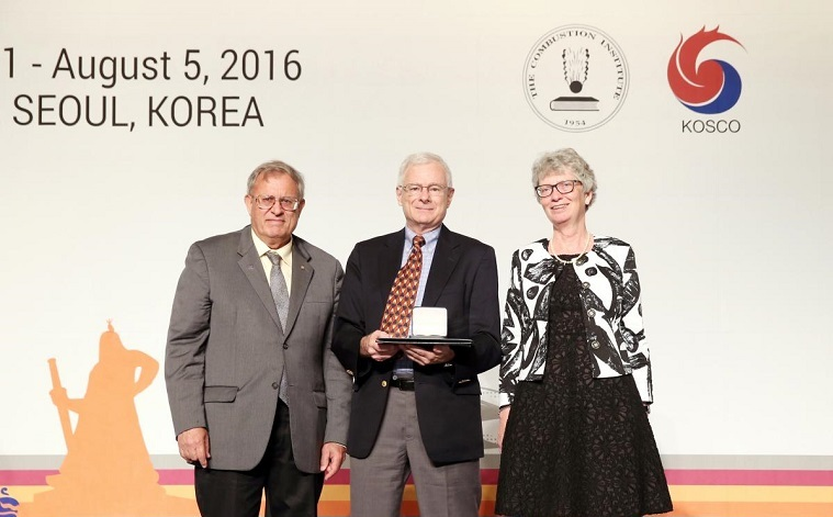 Robert Kee received the medal at the 36th annual Symposium on Combustion on Aug. 5 in Seoul, Korea.