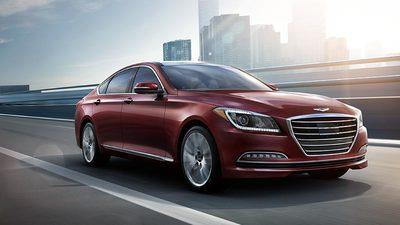 The 2015 Hyundai Genesis draws consumer-media praise as a luxury offering.
