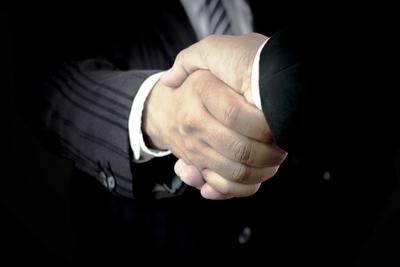 Medium shutterstock handshake biz