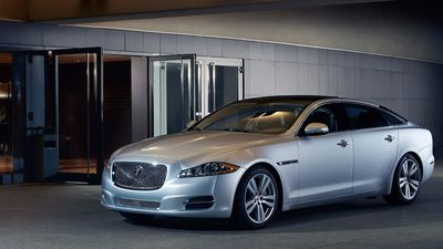 Want the best of both worlds? Ian Callum's design for the 2015 Jaguar XJ boasts an eye-catching, lightweight aluminum body that is splendidly modern, while somehow giving a hat-tip to the traditional XJ aesthetic.
